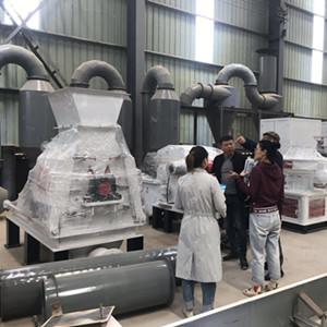 尼泊尔客户来我厂参观考察高效粉碎机和生物质